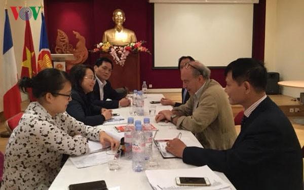 Đoàn Ban Tuyên giáo Trung ương trao đổi công tác quản lý báo chí điện tử và văn hóa tai Pháp - ảnh 1