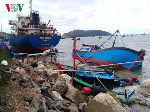 Quảng Bình: Bão số 2 (Talas) đánh chìm 27 tàu cá, 9 tàu hàng dạt vào bờ - ảnh 2