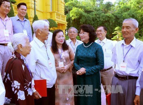 Phó Chủ tịch nước Đặng Thị Ngọc Thịnh tiếp Đoàn Đại biểu Quốc hội tỉnh Vĩnh Long qua các thời kỳ - ảnh 1