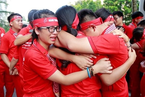 Xúc động giây phút chia tay chiến sĩ hành trình đỏ 2017 - ảnh 10