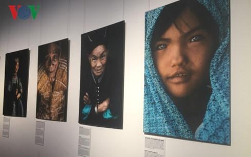 Trưng bày 35 bức ảnh về chân dung đồng bào các dân tộc Việt Nam - ảnh 1
