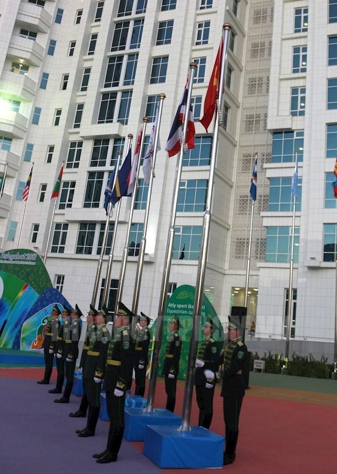 Lễ thượng cờ Việt Nam được tổ chức trang trọng tại AIMAG 5 - ảnh 1