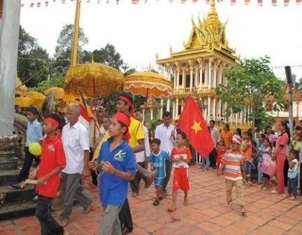 Cần Thơ: Hơn 1 ngàn Sinh viên Dân tộc Khmer vui mừng đón Lễ Sen Dolta – 2017 - ảnh 1