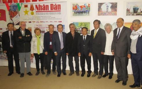 Báo Nhân Dân khai trương quầy báo tại Hội Báo Nhân Đạo Pháp  - ảnh 1