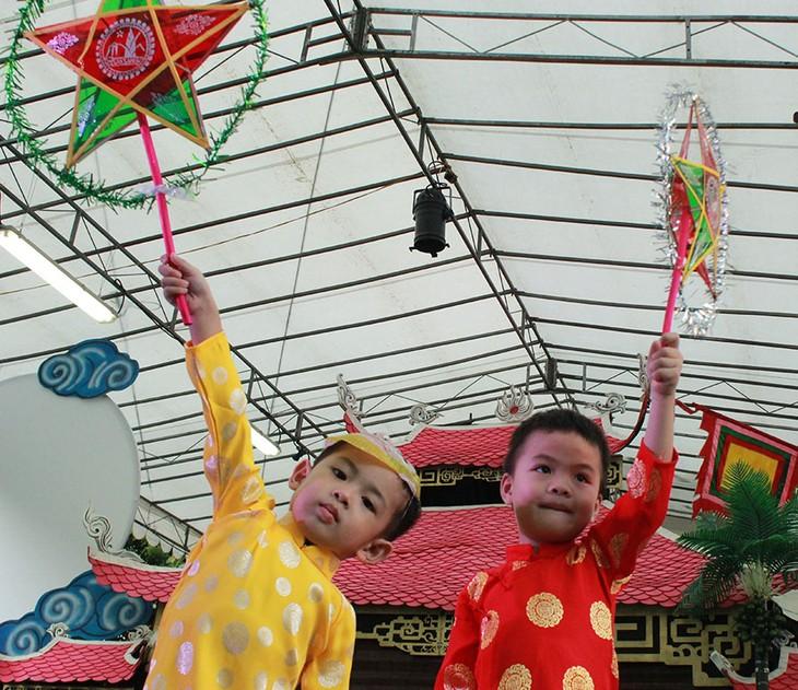 Tết Trung thu đậm bản sắc Việt tại Singapore - ảnh 1