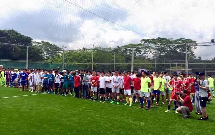 Giải bóng đá Cúp Hùng Vương được tổ chức sôi nổi tại Singapore - ảnh 2