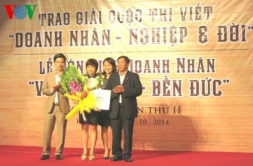 """Nhà báo Đài Tiếng nói Việt Nam đoạt giải nhất cuộc thi """"Doanh nhân - nghiệp và đời""""  - ảnh 1"""