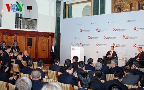 Thủ tướng Nguyễn Tấn Dũng tham dự phiên đối thoại với Diễn đàn doanh nghiệp Á - Âu - ảnh 1