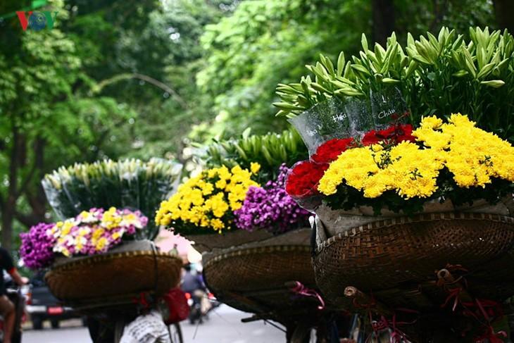 Tháng tư, hoa loa kèn về trên phố - ảnh 1
