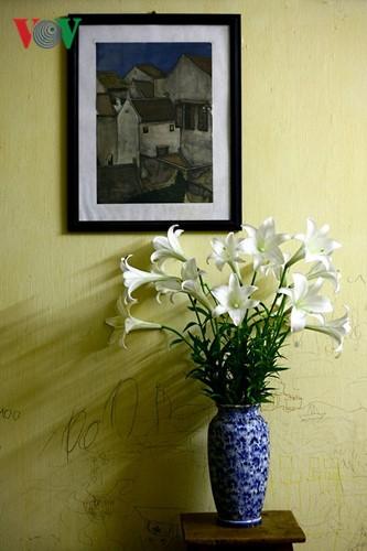 Tháng tư, hoa loa kèn về trên phố - ảnh 13