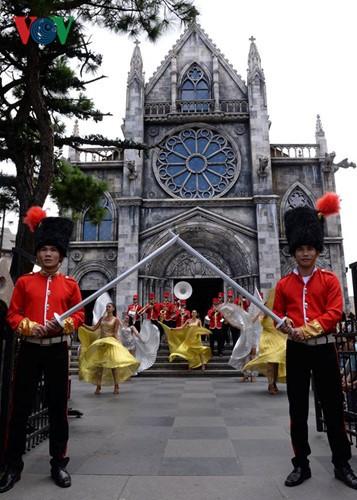 Đông vui và rực rỡ sắc màu như lễ hội đường phố ở Bà Nà Hills - ảnh 10