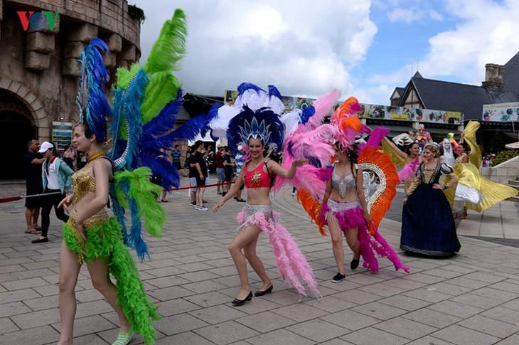 Đông vui và rực rỡ sắc màu như lễ hội đường phố ở Bà Nà Hills - ảnh 3