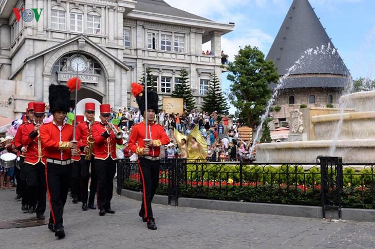 Đông vui và rực rỡ sắc màu như lễ hội đường phố ở Bà Nà Hills - ảnh 4