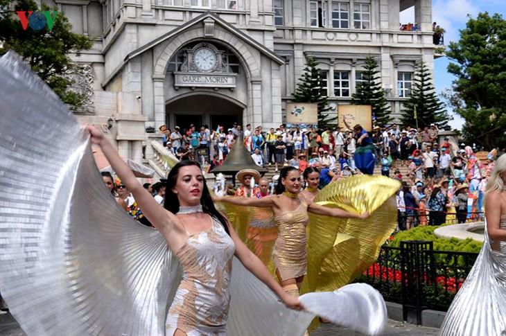 Đông vui và rực rỡ sắc màu như lễ hội đường phố ở Bà Nà Hills - ảnh 8