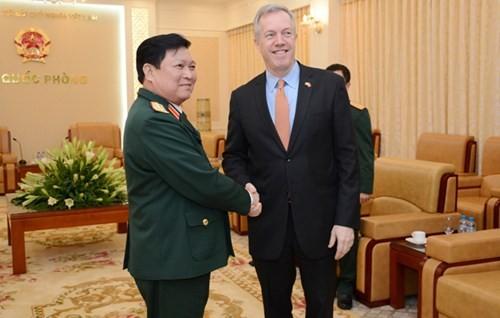 Bộ trưởng Bộ Quốc phòng Việt Nam Ngô Xuân Lịch tiếp Đại sứ Hoa Kỳ Ted Osius  - ảnh 1