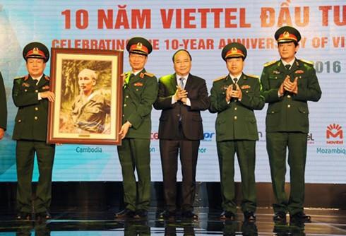 Thủ tướng Nguyễn Xuân Phúc: Viettel đã tạo ra một mẫu hình tăng trưởng mới cho Việt Nam  - ảnh 1
