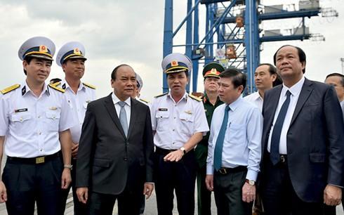 Thủ tướng Nguyễn Xuân Phúc làm việc với Tổng Công ty Tân cảng Sài Gòn  - ảnh 1