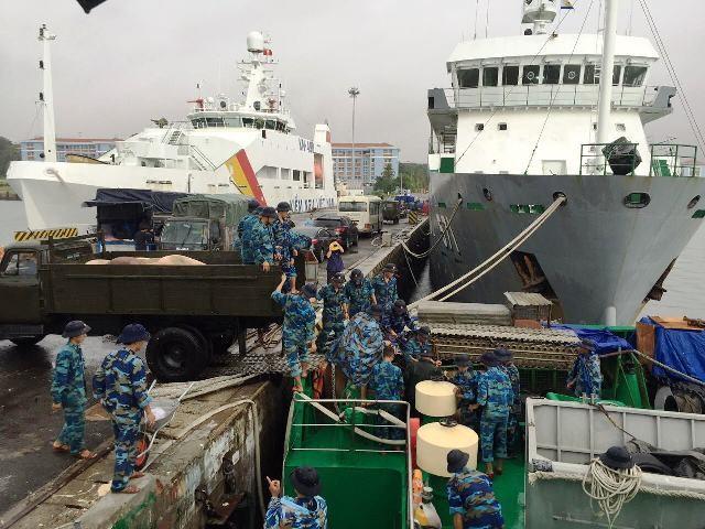 500 tấn hàng hóa phục vụ Tết Nguyên đán Đinh Dậu cho huyện đảo Trường Sa - ảnh 2