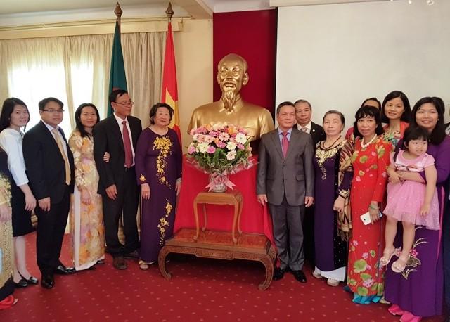 Theo dấu chân Chủ tịch Hồ Chí Minh - ảnh 1