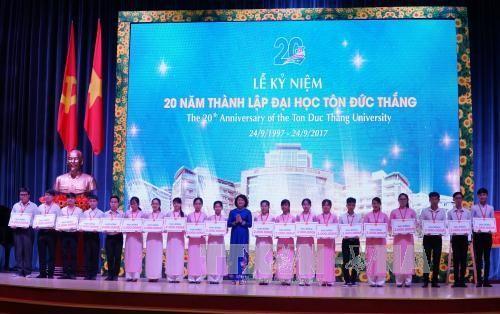 Phó Chủ tịch nước Đặng Thị Ngọc Thịnh dự lễ kỷ niệm 20 năm thành lập Trường Đại học Tôn Đức Thắng - ảnh 1
