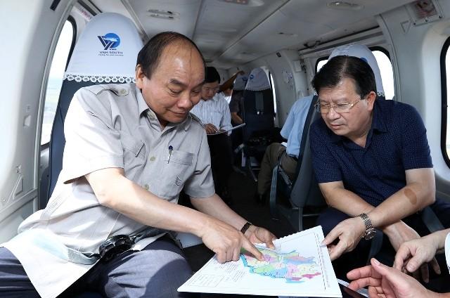 Thủ tướng Nguyễn Xuân Phúc thị sát tác động biến đổi khí hậu đối với vùng Đồng bằng Sông Cửu Long - ảnh 1