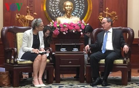 Bí thư Thành uỷ TP Hồ Chí Minh Nguyễn Thiện Nhân tiếp Đại sứ Hà Lan tại Việt Nam Nienke Trooster - ảnh 1