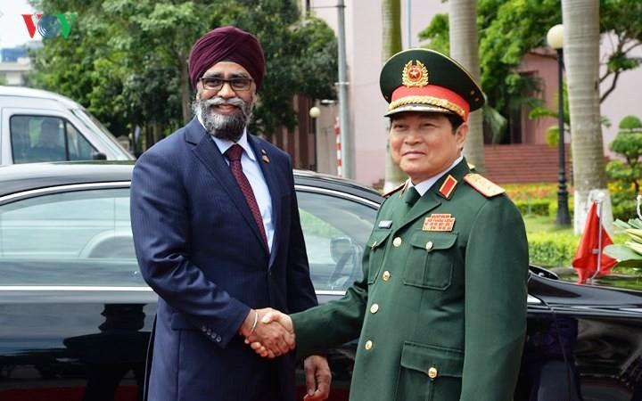 Bộ trưởng Bộ Quốc phòng Canada Harjit Singh Sajjan thăm chính thức Việt Nam  - ảnh 1