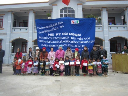 VOV5 presents New Year gifts to the poor in Lai Chau province - ảnh 2