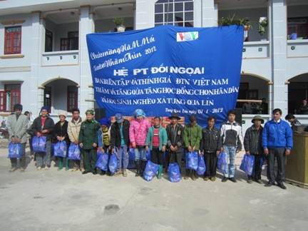 VOV5 presents New Year gifts to the poor in Lai Chau province - ảnh 1