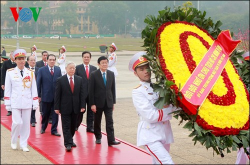 Party, State leaders pay tribute to President Ho Chi Minh  - ảnh 1