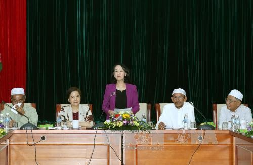 Party Central Committee's Mass Mobilization Commission chief praises Muslim community - ảnh 1