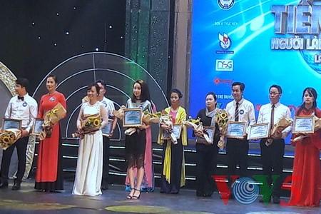 "Medley ""Hanoi autumn"" advances to final round of Vietnam Journalists' Singing Festival 2016 - ảnh 7"