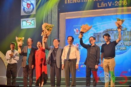 "Medley ""Hanoi autumn"" advances to final round of Vietnam Journalists' Singing Festival 2016 - ảnh 8"
