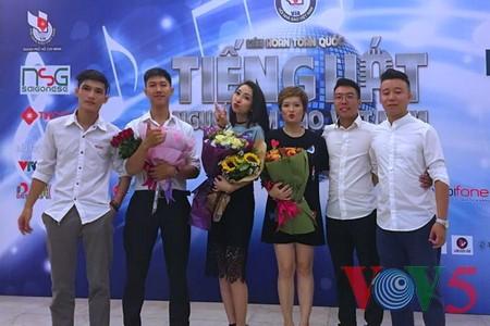 "Medley ""Hanoi autumn"" advances to final round of Vietnam Journalists' Singing Festival 2016 - ảnh 9"