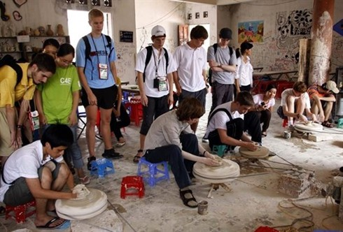 The number of foreign tourists in Vietnam surge  - ảnh 1