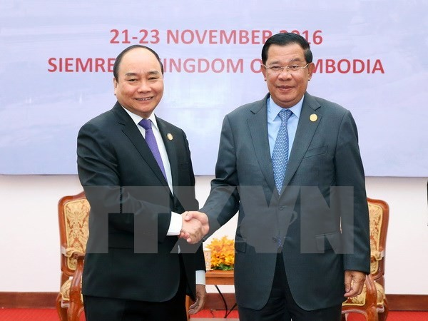 Vietnamese, Cambodian Prime Ministers hold talks - ảnh 1