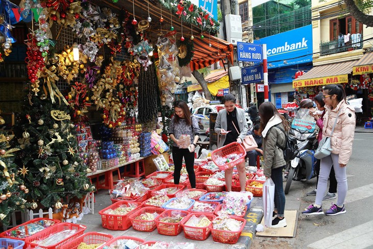 Hanoi streets lit up as merry Christmas comes - ảnh 2