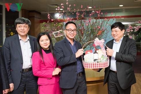 VOV President pays Lunar New Year visit to officials, reporters - ảnh 1