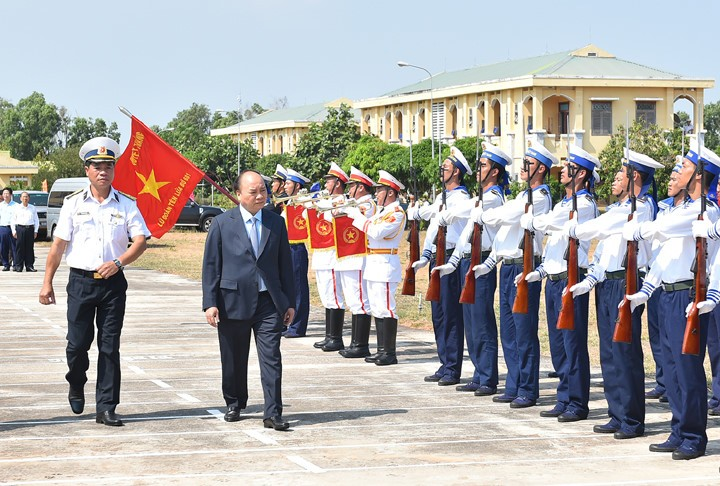 PM inspects training, combat readiness in Naval Zone 2's Missile Brigade - ảnh 1