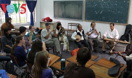 Can Tho city promotes traditional amateur singing  - ảnh 1
