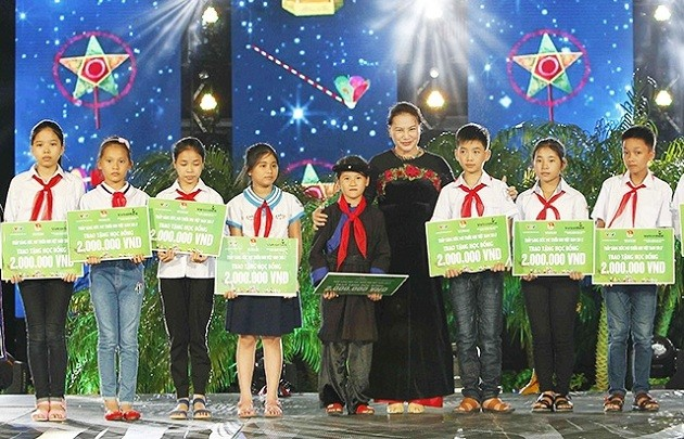 National Assembly Chairwoman calls for better future for children - ảnh 1