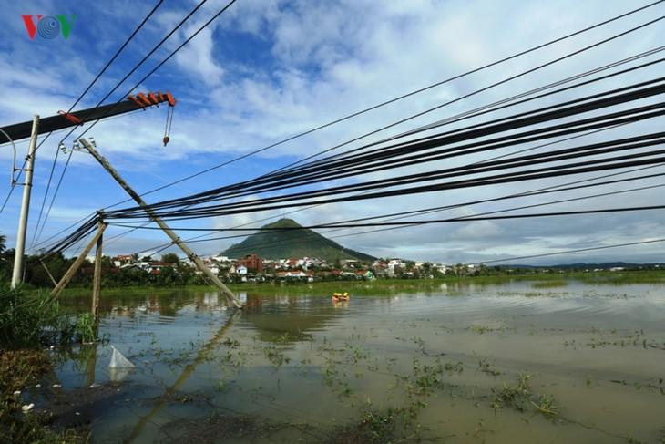 Storm Damrey recovery efforts underway in Vietnam - ảnh 1
