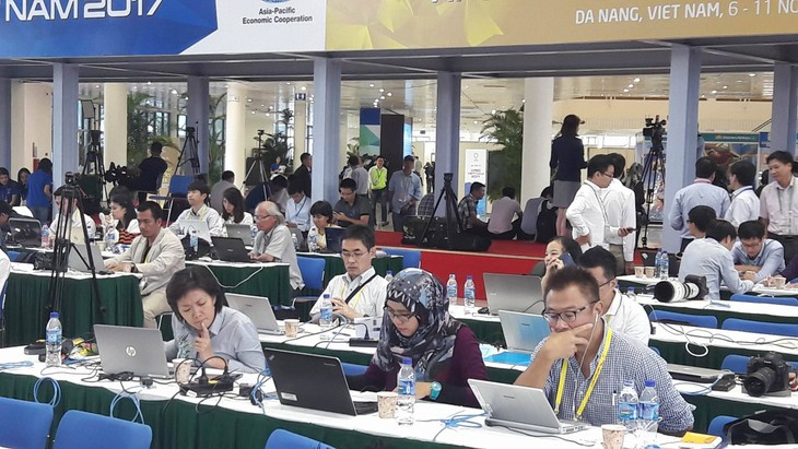 Foreign reporters praise Vietnam's APEC hosting   - ảnh 2