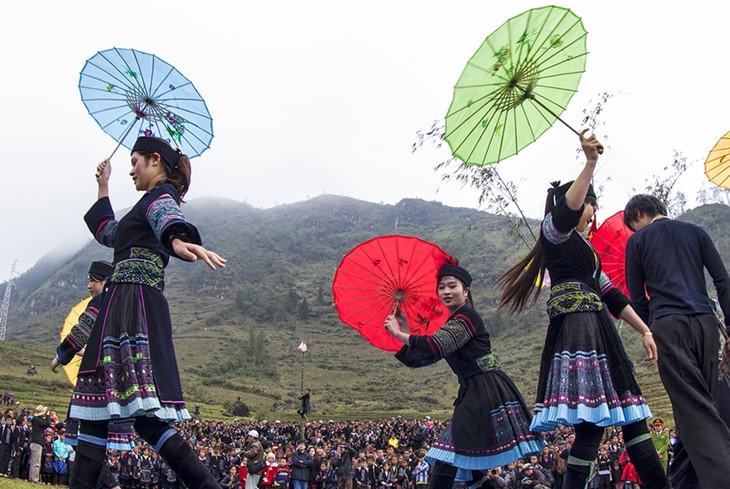 西北地区各民族文化体育旅游节传承西北各民族特色文化 - ảnh 1