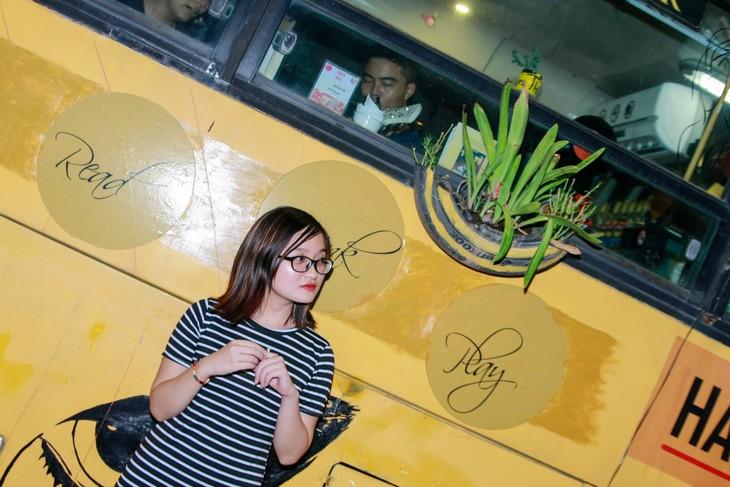 体验新颖独特的河内公交车咖啡馆 - ảnh 4