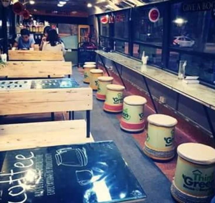 体验新颖独特的河内公交车咖啡馆 - ảnh 2