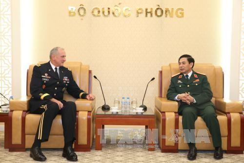 越南人民军总参谋长潘文江会见美军太平洋司令部陆军司令布朗  - ảnh 1