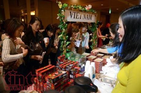 旅英越南人共同体携手开展慈善活动 - ảnh 1