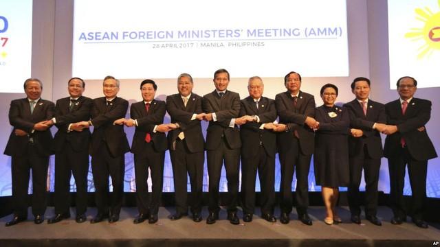 东盟国家外长与美国国务卿蒂勒森举行非正式会晤 - ảnh 1