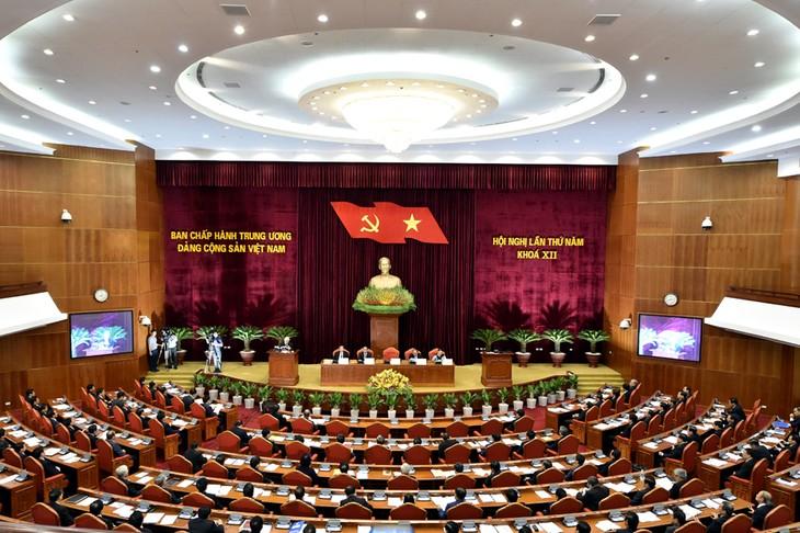 越南人民高度评价越共十二届五中全会结果   - ảnh 1